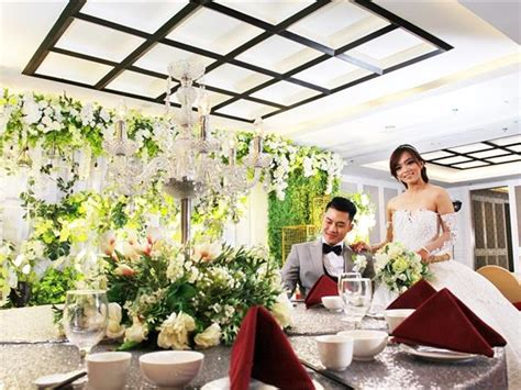 Onsite parking is available, both free self and paid valet parking (idr 30000 per day)—also useful is an airport shuttle (available 24 hours) for idr 220000 per vehicle one way. Wedding Package - Swiss-Belinn Tunjungan Surabaya