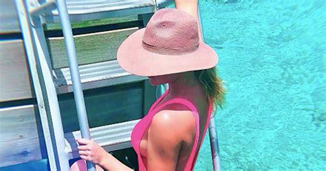 khloe kardashians pink swimsuit september  popsugar