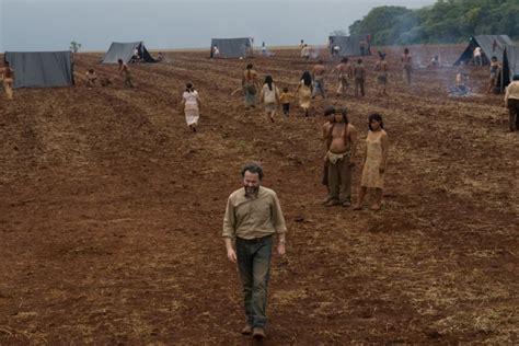 Un'immagine Tratta Dal Film La Terra Degli Uomini Rossi