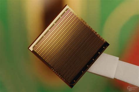 Intel Hybrid-Laser-Silizium-Chip mit meheren Lasern (Bild ...