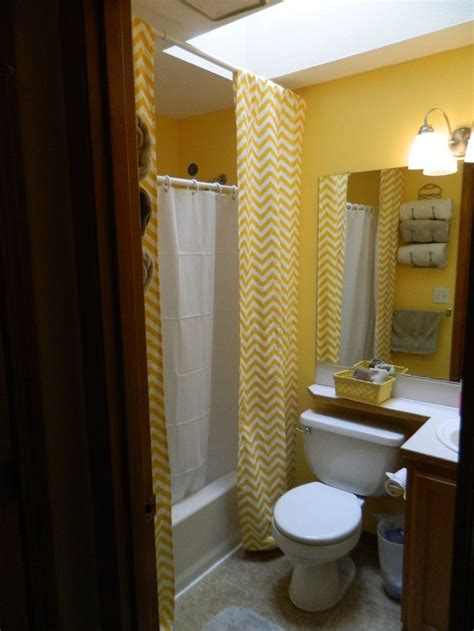 Shower Curtains For Small Bathrooms by Best 25 Shower Curtains Ideas On