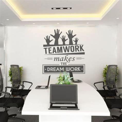 mural hitam putih  kantor dekorasi interior kantor