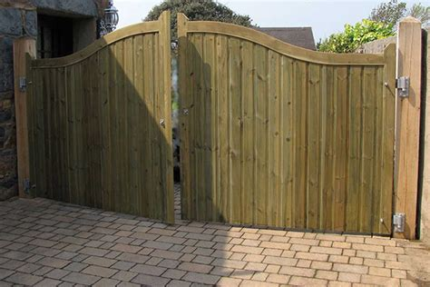 Fence - Gate : Bespoke Driveway Entrance Gates, Made To Any Size And