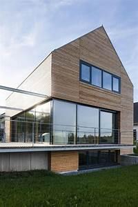 Modernes Haus Satteldach : holzhaus modern villingen 09 glas holz terrasse in 2019 ~ A.2002-acura-tl-radio.info Haus und Dekorationen