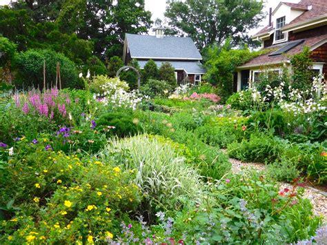 english garden design hgtv