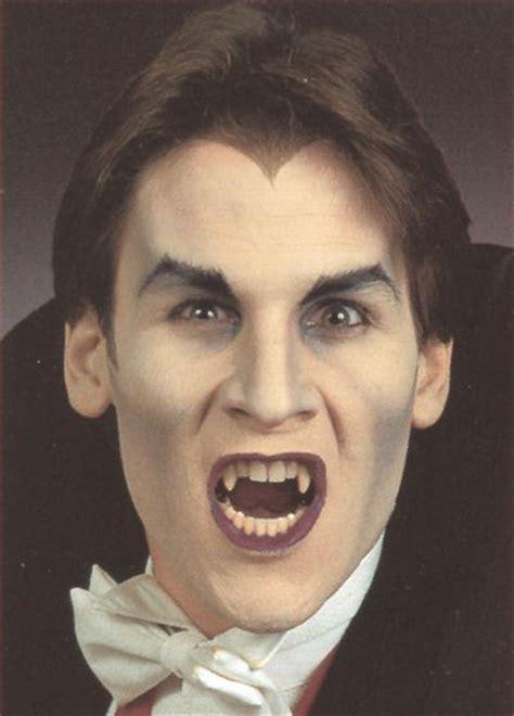 halloween vampir schminken mann schminke anleitung