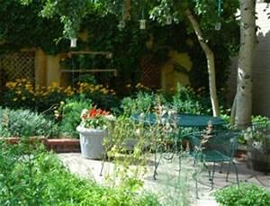 Amenager Un Petit Jardin Sans Pelouse : jardin de ville conseils de cr ation d 39 entretien choix des v g taux ~ Melissatoandfro.com Idées de Décoration