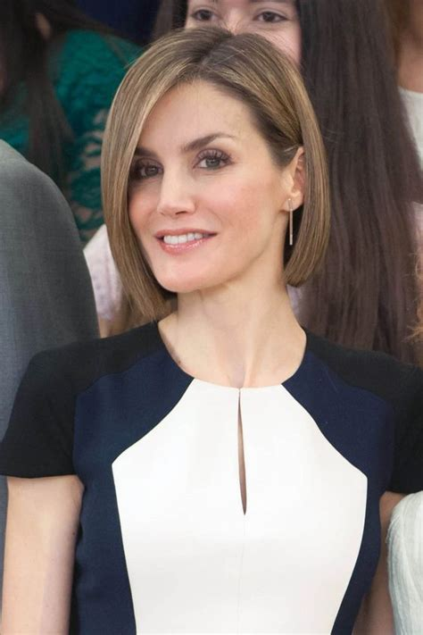 40 Short Layered Haircuts for Older Women that Help Make