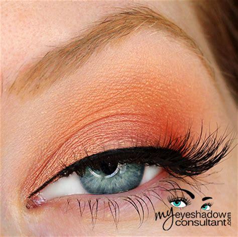 spotlight  mac samoa silk  eyeshadow consultant