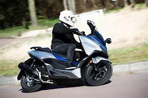 Scooter Forza 125 : honda forza 125 lifting pour le best seller moto magazine leader de l actualit de la moto ~ Medecine-chirurgie-esthetiques.com Avis de Voitures