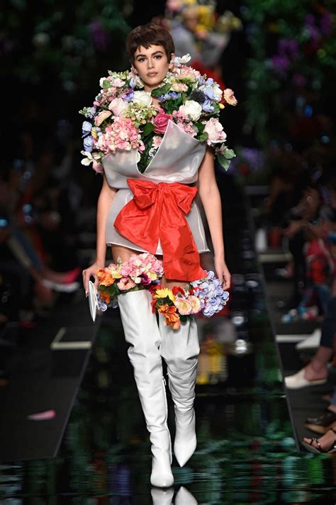 all the ways moschino said it with flowers fashion fashion flower fashion kaia gerber