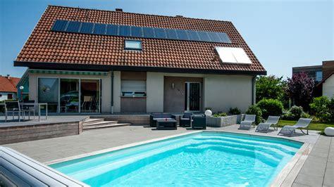 cr馥r une chambre dans un salon stunning piscine dans un jardin images amazing house design getfitamerica us