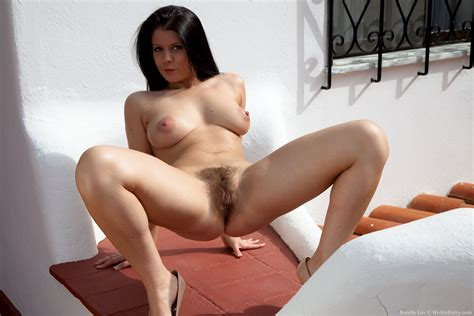 Hairy Nude Spread Top Porn Photos