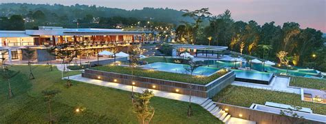 limakaki royal tulip gunung geulis resort  golf