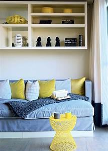Décoration Salon Jaune Moutarde : une chaise jaune moutarde woud salons living rooms ~ Melissatoandfro.com Idées de Décoration