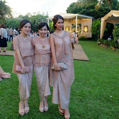 suka  komentar inspirasi gaun kebaya batik