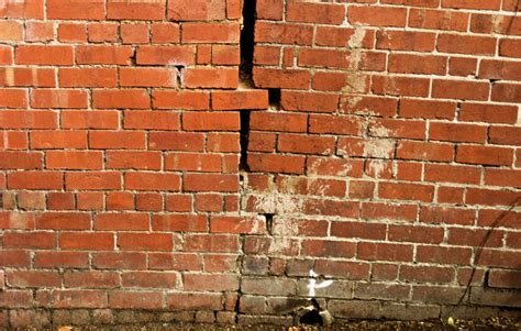 cracks   walls   worry icertified