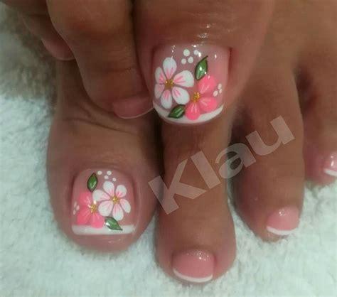 Explora y encuentra los mejores diseños de uñas decoradas con flores, motivos hechos a mano, con stickers, en 3d. Pin de Magy en uñas   Uñas de pies sencillas, Diseños de uñas pies, Uñas pies decoracion