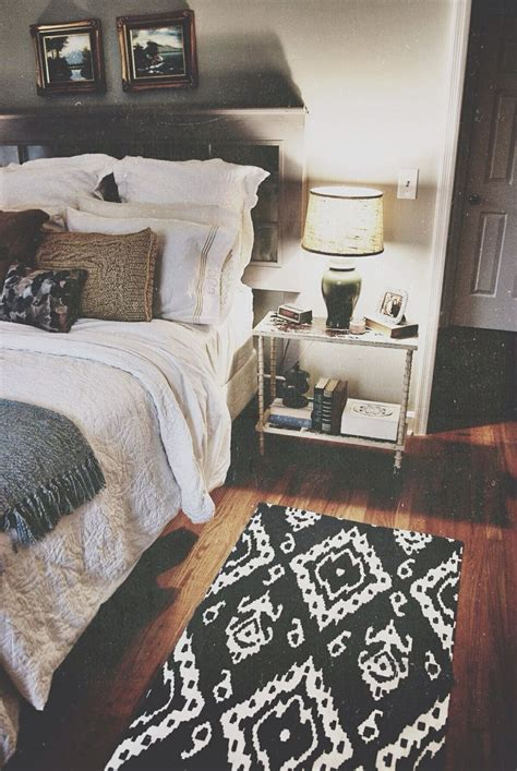 cozy bedroom in grey with beautiful home decorations black and white bedroom chique love this style especially the carpet ikea decora