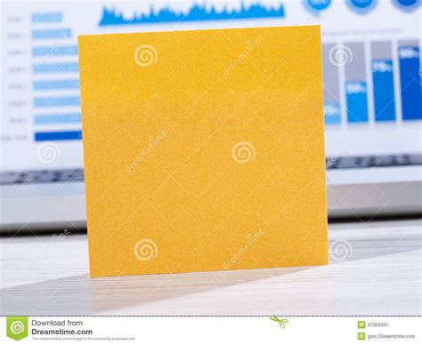 post it bureau post it on office table stock photo image 47309391