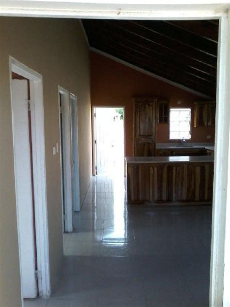Bedroom 2 Bathroom House For Rent by 2 Bedroom 1 Bathroom House For Rent In Magil Palms St