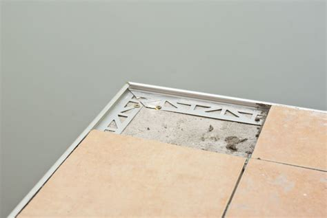 Installing Tile Edging  Howtospecialist  How To Build