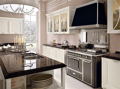 hotte de cuisine noir cuisine en bois classique cucinelube avec une touche luxe
