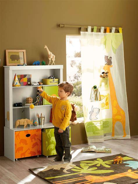 store pour chambre bébé une chambre d 39 enfant qui aime les animaux et la savane