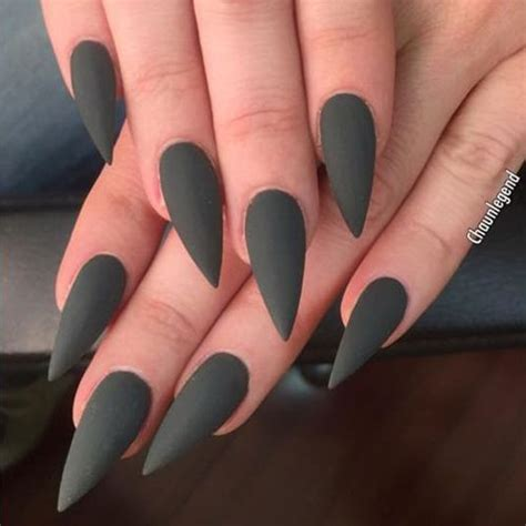 Khloe Kardashian Green Nails | Steal Her Style ...