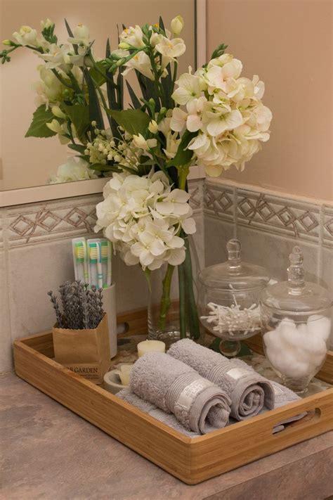 Bathroom Counter Decor Ideas by Best 25 Bathroom Staging Ideas On Bathroom
