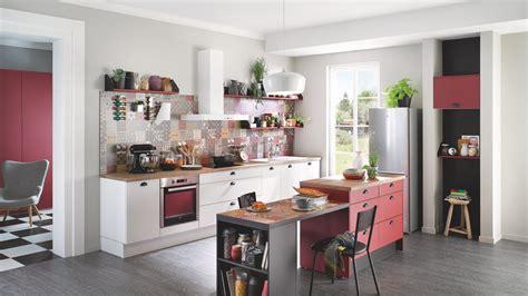 vid駮s de cuisine cuisine équipée design avec îlot prem 39 s blanche cuisinella