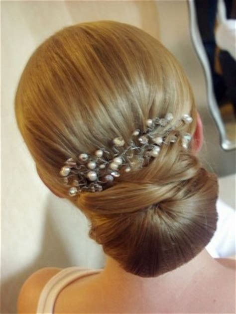 gorgeous bridesmaid hairstyles pretty designs