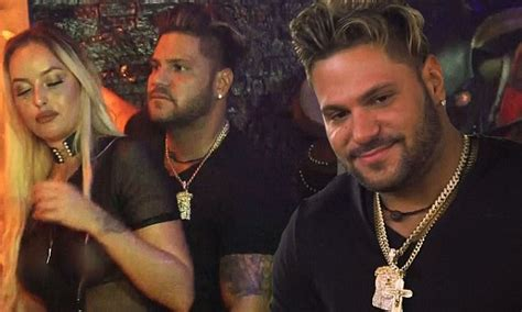 Jersey Shore Family Vacation: Ronnie Ortiz-Magro appears