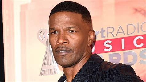 showtime greenlights  jamie foxx tv series white famous
