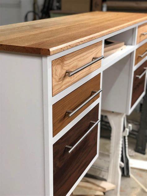 detail shot   desk ive  working   drawer