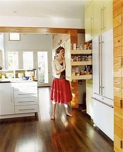 Küche Mit Apothekerschrank : eine moderne offene k che mit hochschr nken und apothekerschrank einrichtung ~ Frokenaadalensverden.com Haus und Dekorationen
