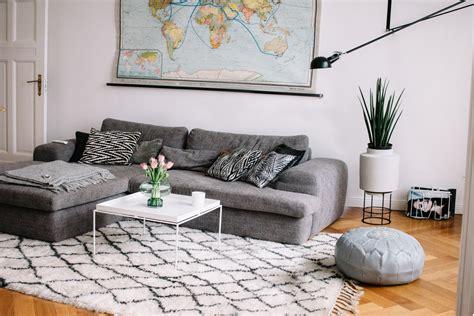 Teppich Vorm Sofa by Teppich Unter Sofa Oder Davor Ostseesuche