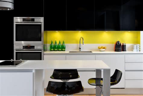 cuisine jaune et blanche cuisine noir blanc jaune