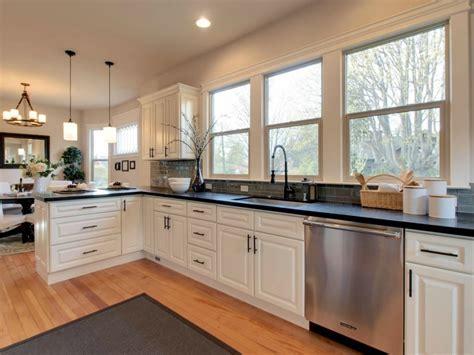 Ivory Raised Panel Maple Pius Kitchen Bath