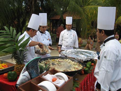 chef de partie cuisine file chefs jpg wikimedia commons