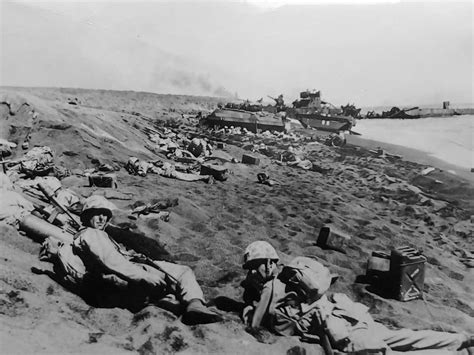 4th Division Marines Iwo Jima Beachhead