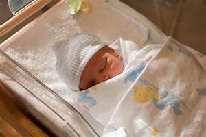 Parto anonimo: in Italia abbandonati 400 neonati all'anno