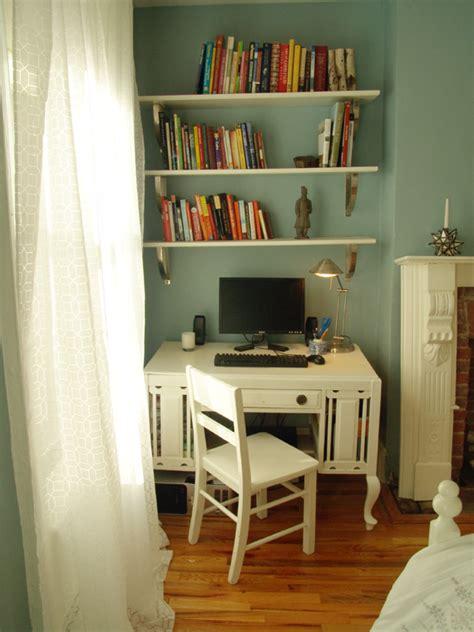 anne  collinss bedroom desk  gorgeous