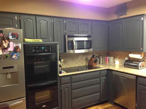 how to paint kitchen cabinets black painted kitchen cabinets with black appliances 8794