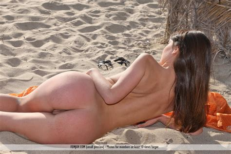 Euro Babes Db Spanish Girl Nude On Beach