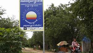 A sign of the times: CNRP begins removing placards ...