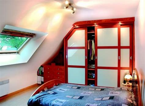 decoration chambre mansard馥 adulte chambre sous mansarde avec placard