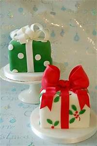 Fondant Christmas Cake on Pinterest