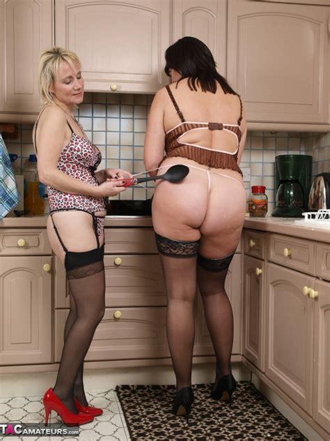 Sandy Kitchen Lesbians Free Pic