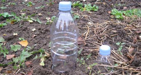 cuisine brocante que faire avec des bouteilles d 39 eau en plastique au jardin